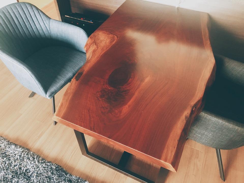 アトリエ木馬の一枚板のダイニングテーブル