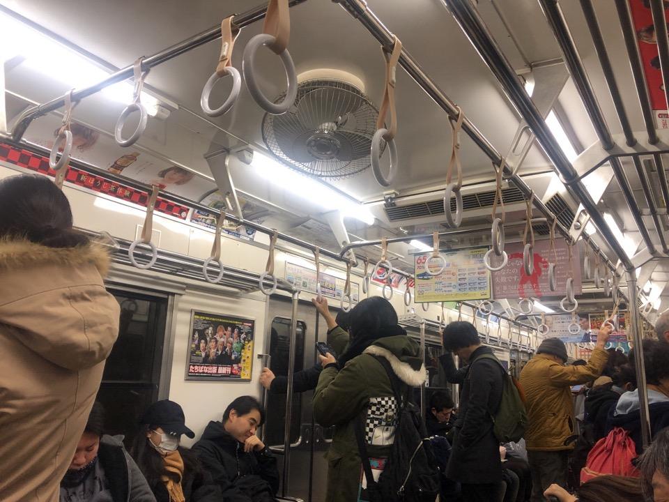 新年早朝の電車のなか