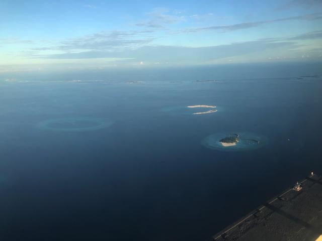 モルディブの水上飛行から見た景色