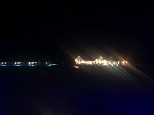 フォーシーズンズリゾートモルディブ アット ランダーギラーヴァル BLU(ブル)にてロマンティックディナー