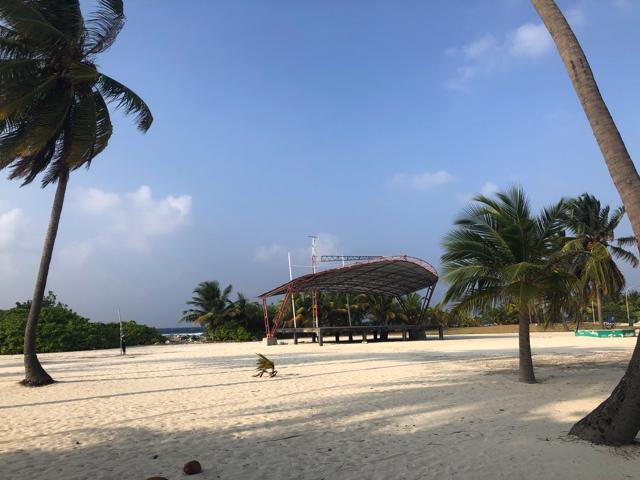モルディブのカマドゥ島の広場