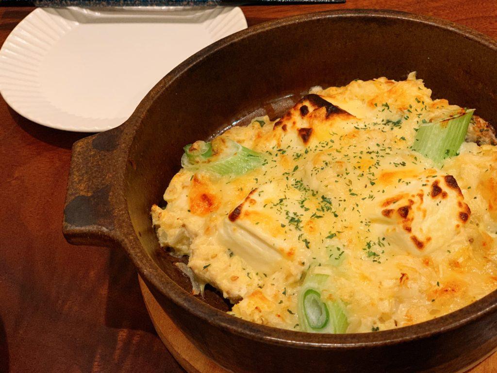 ネギと鶏ミンチのチーズグラタンのフリー写真素材