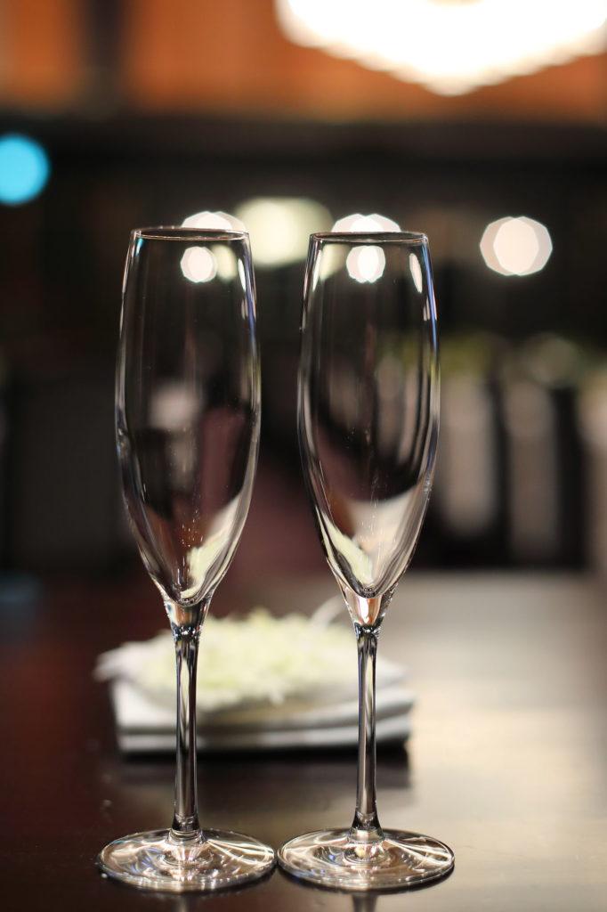 シャンパングラスのフリー写真素材