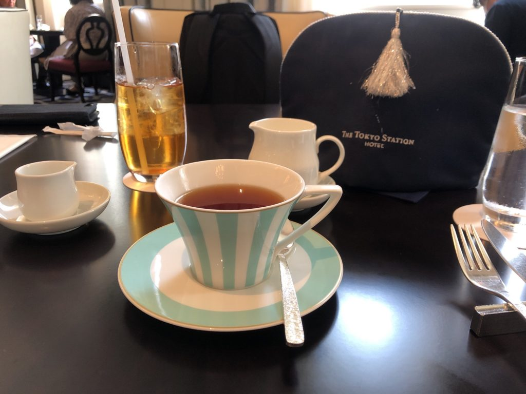 ロビーラウンジの紅茶